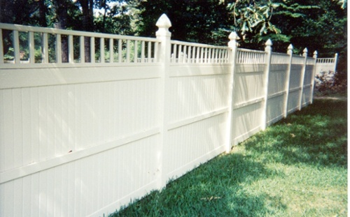 contracting vinyl fence install
