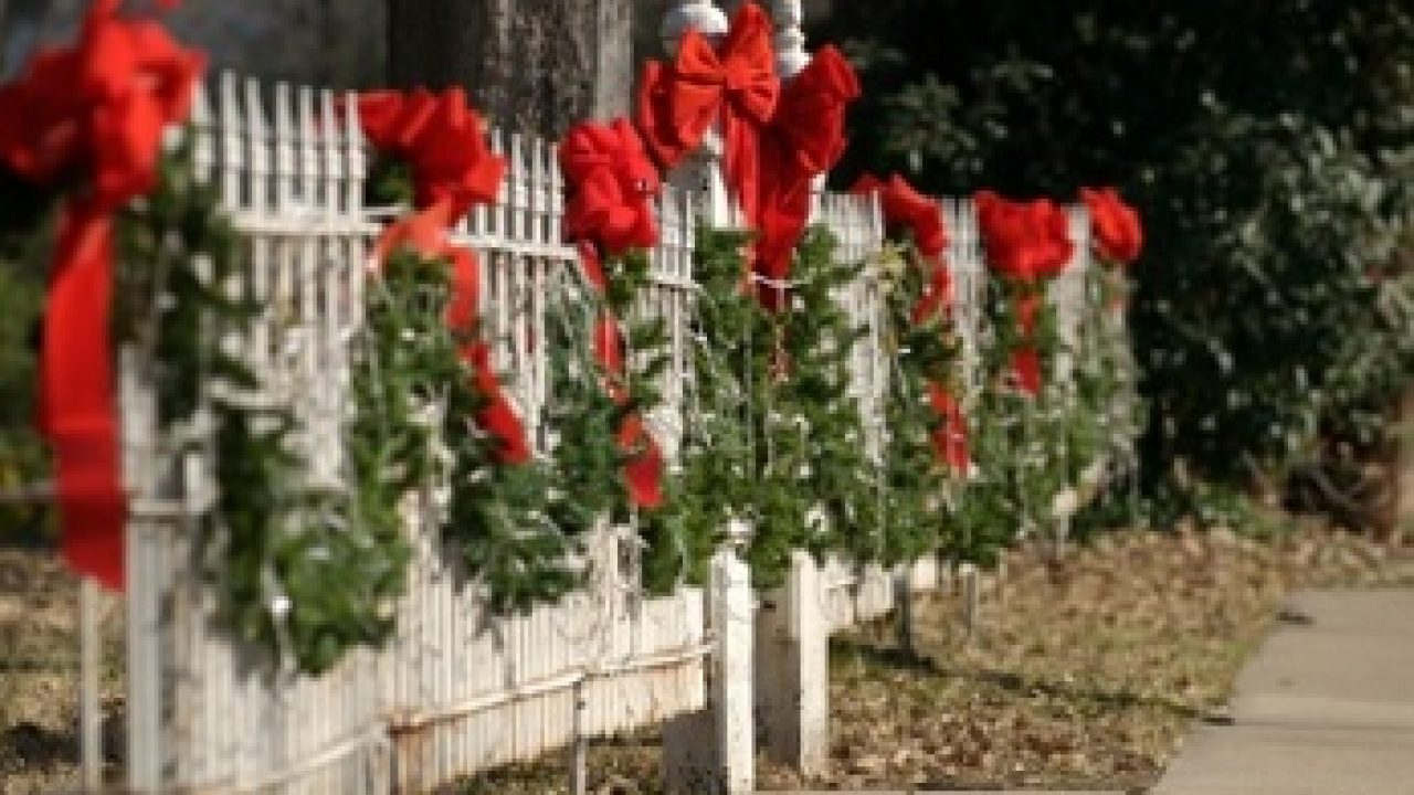 Decorating Your Fence For The Holidays Central Fence Co