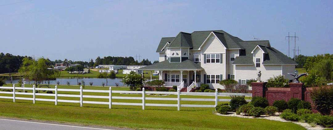vinyl fence southern home