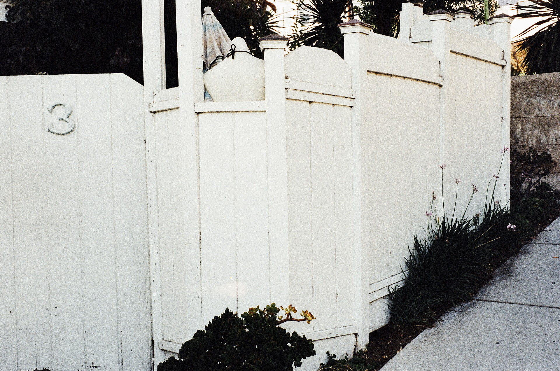 Cleaning Your White Picket Fence in 3 Easy Steps