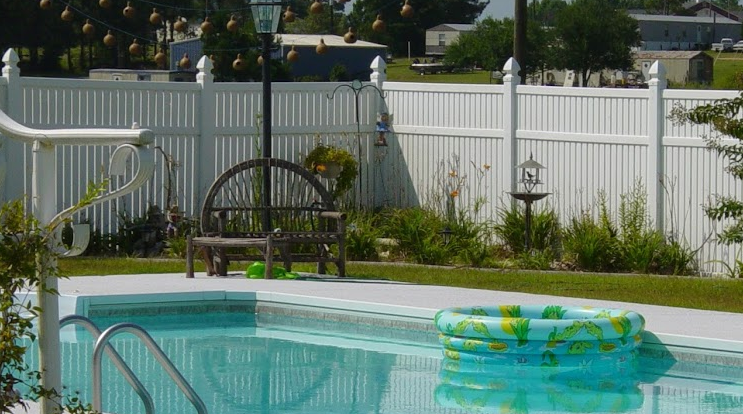 The Best Types of Fence for Your Pool